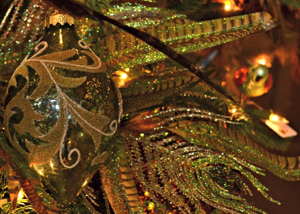 grandeur ornament green