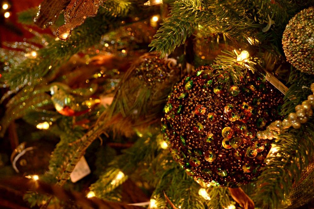 grandeur ornaments