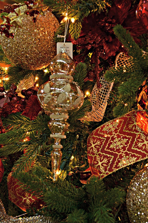 regal elegance ornament