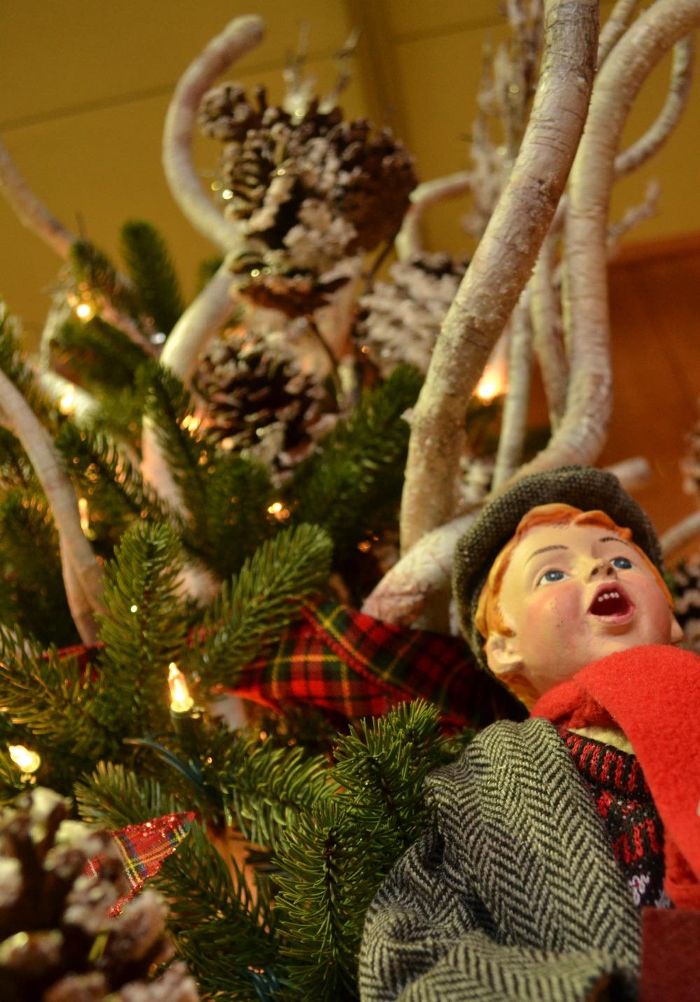sleigh ride caroler tree topper