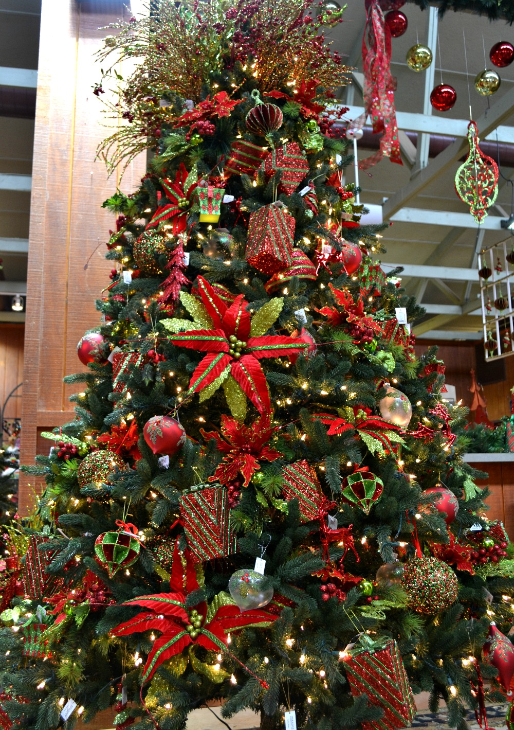 christmas morning christmas tree bright red green - Red And Green Christmas Decorations