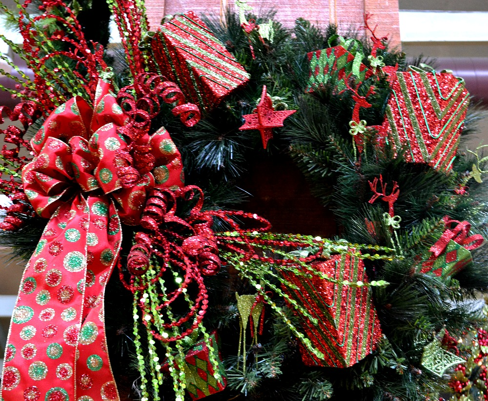 Christmas Morning red green Christmas wreath