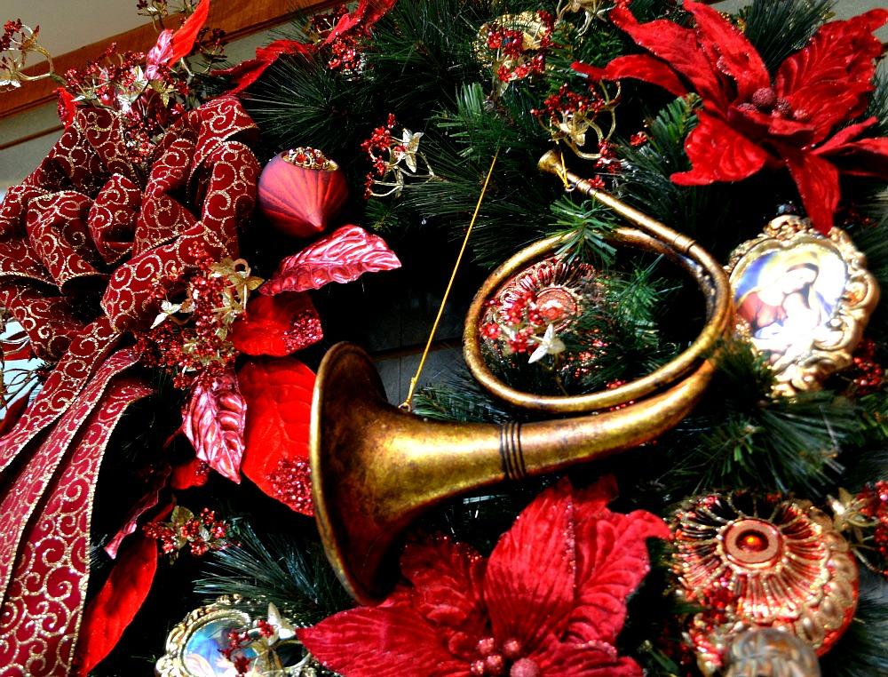 Majesty maroon gold Christmas wreath