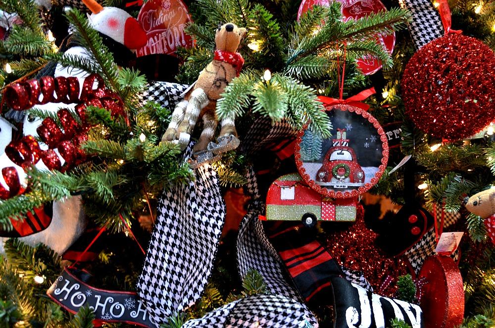 No Humbug Here black red Christmas tree